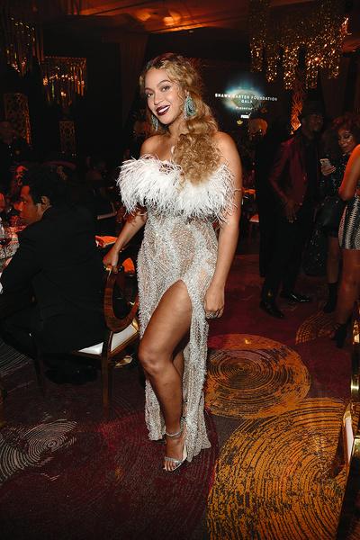 Певица на ужине Shawn Carter Foundation  Gala, Лос- Анджелес