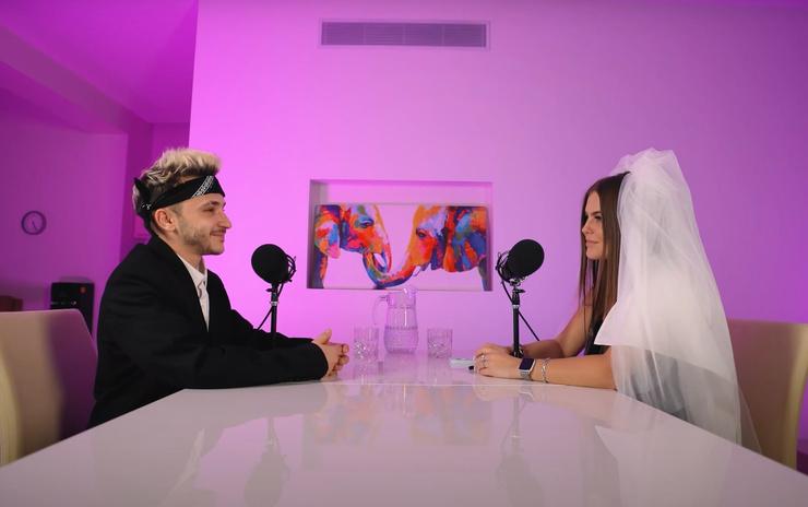 Артисты выпустили подкаст в день ожидаемой свадьбы