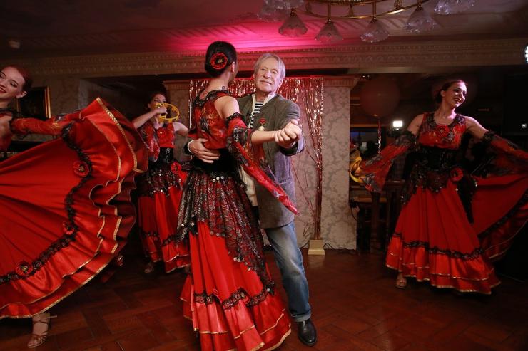 Иван Иванович весь вечер танцевал