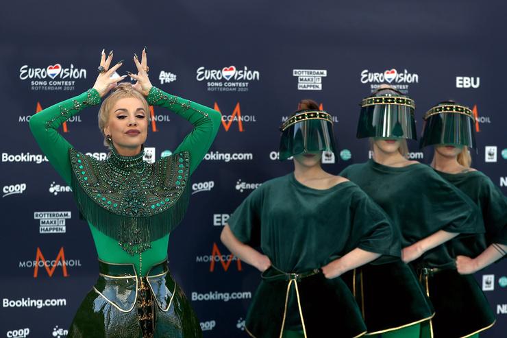 Команда из Латвии появилась на дорожке в необычных нарядах