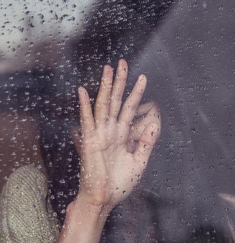 Страшное событие произошло в Казани: мать напала на собственных детей
