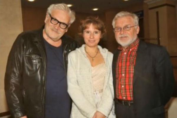 Сейчас актер счастлив рядом с Еленой Хрипуновой