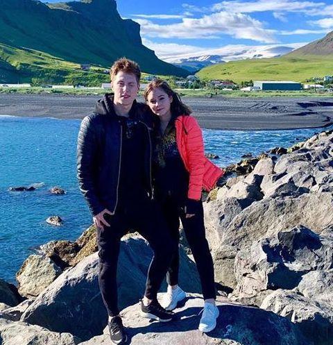 Юлия Липницкая и Влад Тарасенко любутся природой Исландии
