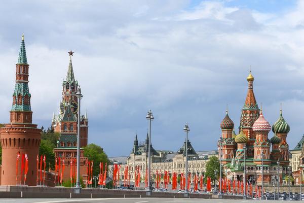 Москва по традиции украшена к празднику