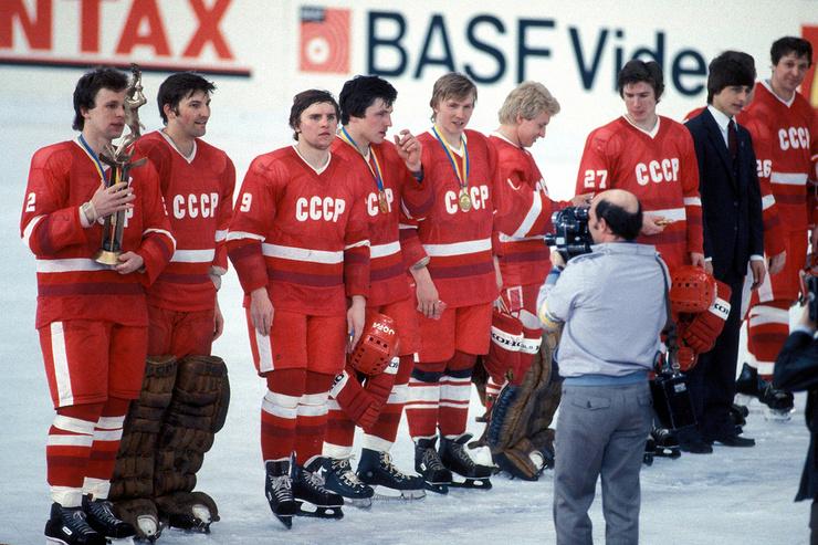 Коллеги называли Вячеслава Александровича капитаном от Бога, он уверенно и смело вел к победе любую команду.