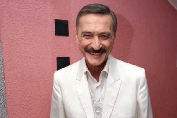 Александр Тиханович всю жизнь посвятил выступлениям на сцене