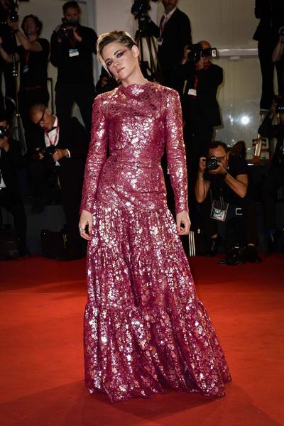 Кристен Стюарт надела платье на размер меньше