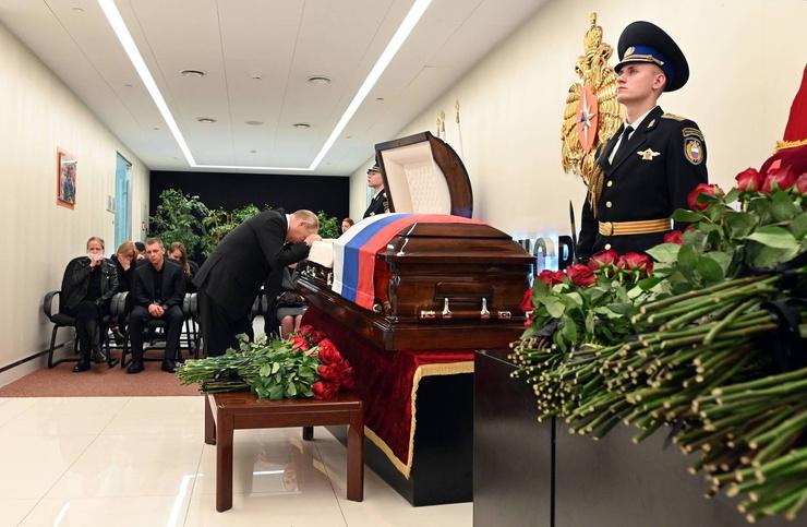 Президент не мог сдержать слез на траурной церемонии