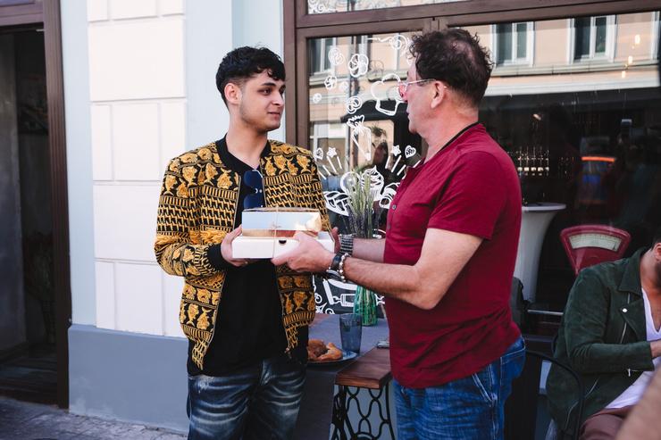 Лепс раздавал гостям пирожки в дорогу