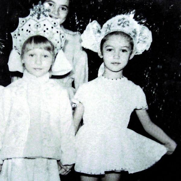 На утренниках будущей актрисе доставались роли Снежинки или Снегурочки