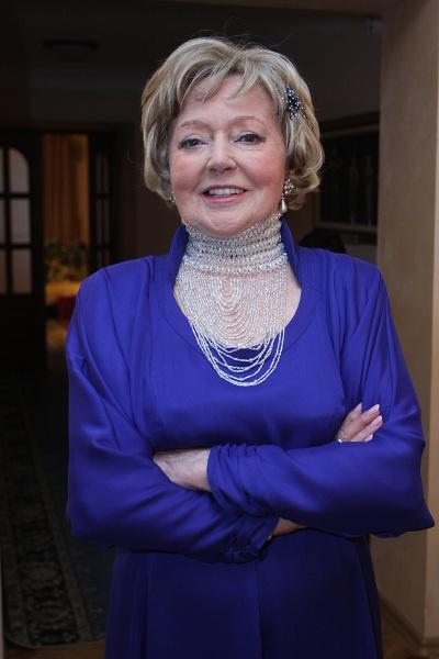 Касаткину, по словам невестки актрисы, часто обворовывала прислуга