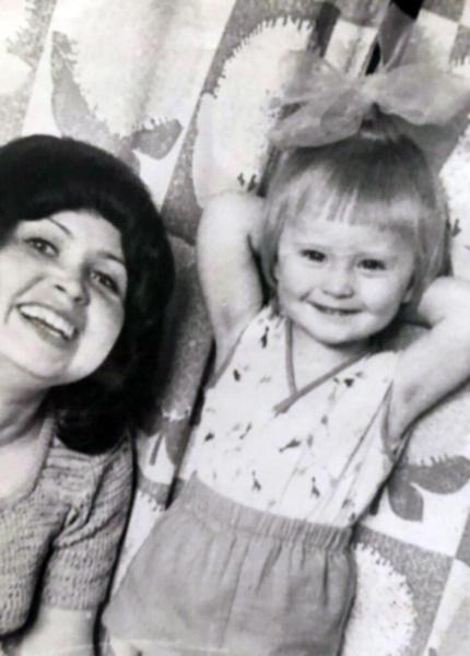 Дана всегда была очень близка с мамой