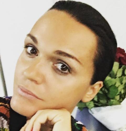 Певица Слава попала в больницу