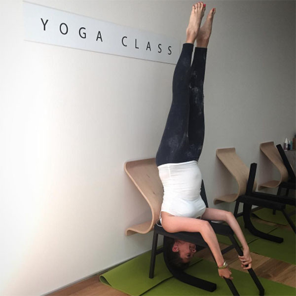 Анастасия Меськова продемонстрировала одну из самых сложных поз йоги