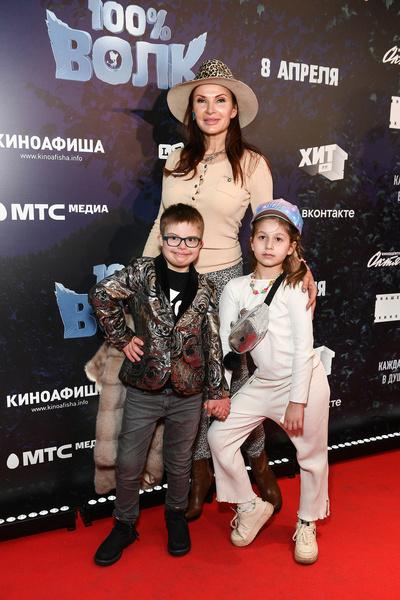 Актриса Эвелина Бледанс с сыном Семеном