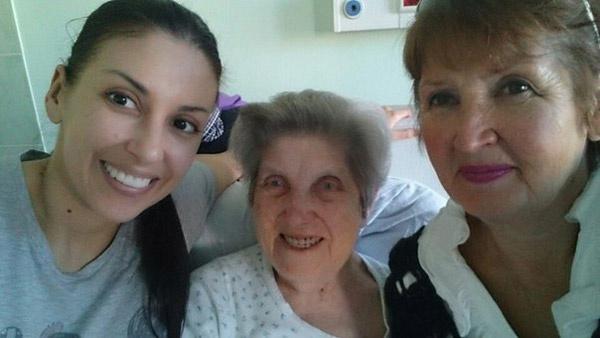 Бабушка и мама певицы помогают  Татьяне держаться