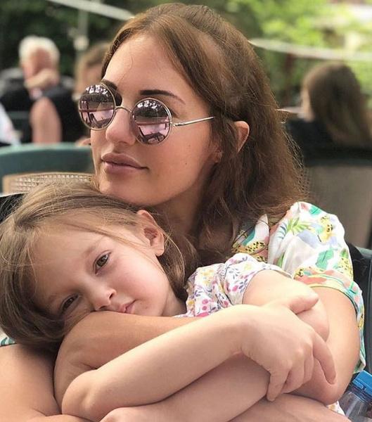 Свободное время актриса практически всегда проводит с дочерью