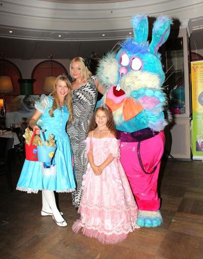 Праздник проходил по мотивам скПраздник проходил по мотивам сказки про Алису, но назывался «Ариша в стране чудес»