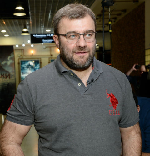 Михаил Пореченков с семьей часто бывает на даче в Перово