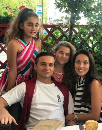 Алсу с мужем Яном и дочерями