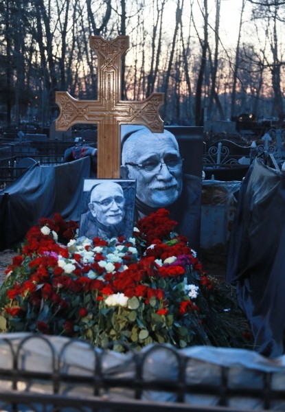 Покоиться Армен Борисович будет рядом с дочерью на Ваганьковском кладбище