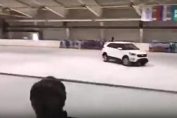 Андрей Лучанский получил ключи от машины на катке