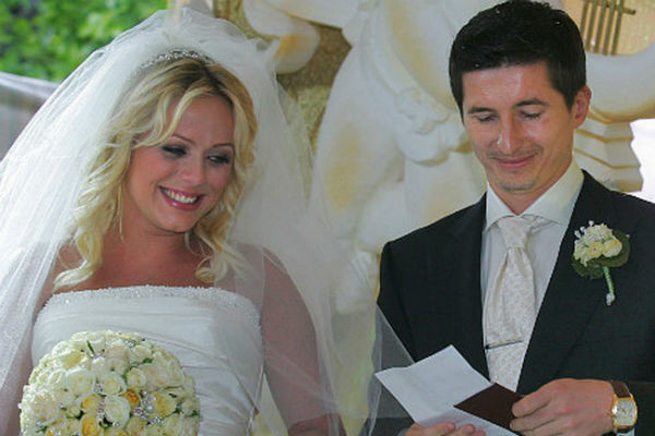 Брак супругов просуществовал около пяти лет