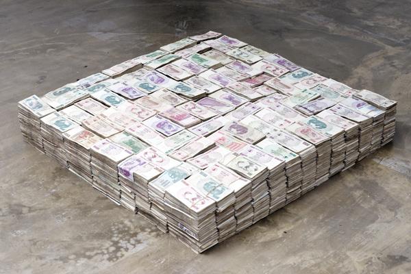 «То, что я узнал, я больше не знаю; о том немногом, что я еще знаю, я догадался» Денежные банкноты из Зимбабве, Пратчая Пхитхонг, коллекция KADIST