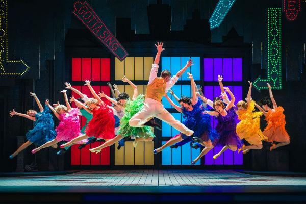 Стиль жизни: Выиграй билеты на мюзикл «Поющие под дождем» – фото №2