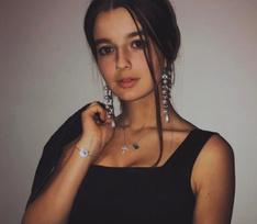 Саша Стриженова намекнула на помолвку с возлюбленным