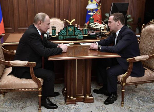 Путин ввел новую должность для Медведева