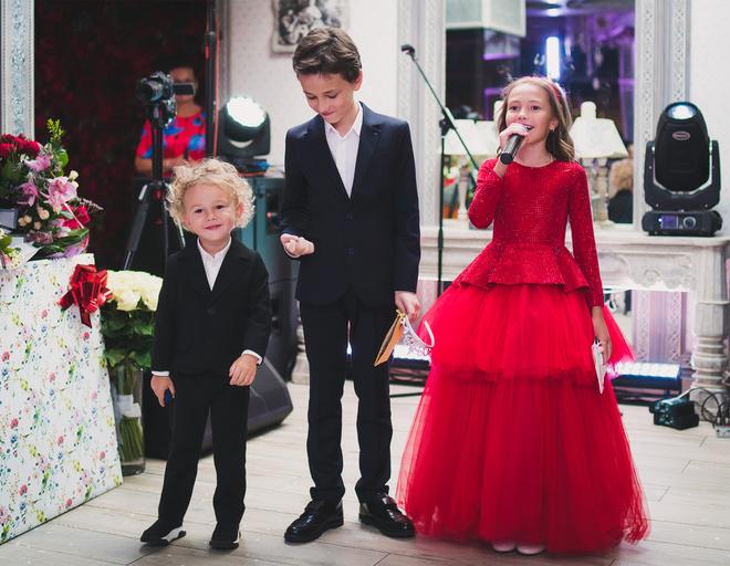Дети Инны и Юрия поздравили маму
