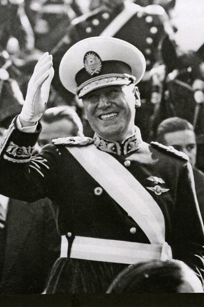 Хуан Перон становился президентом Аргентины дважды: с 1946 по 1955 год и с 1973 по 1974-й