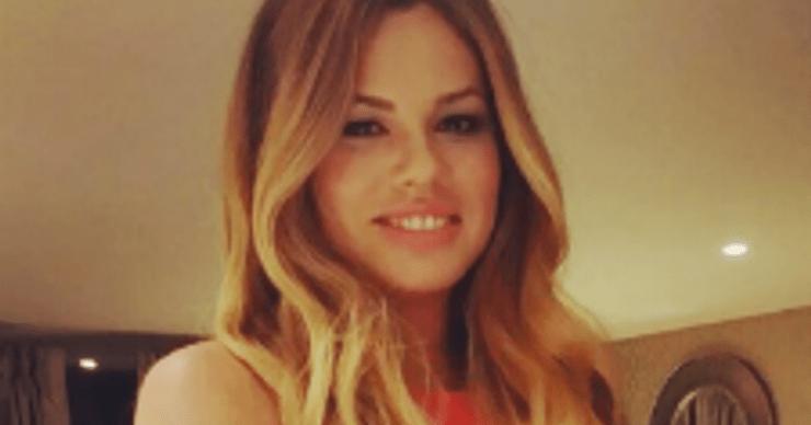 Под испанским небом: певица Ариана исполняет за границей старые хиты