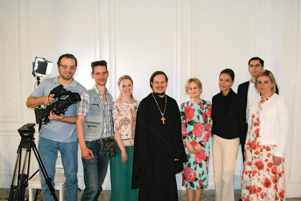 Премьера программы «Я очень хочу жить» состоялась на канале «Спас» 20 мая. На фото – со съемочной группой