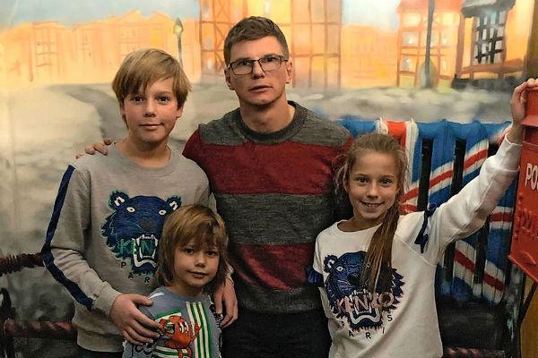 Футболист возобновил общение с детьми от первого брака с Юлией Барановской – Артемом, Арсением и Яной