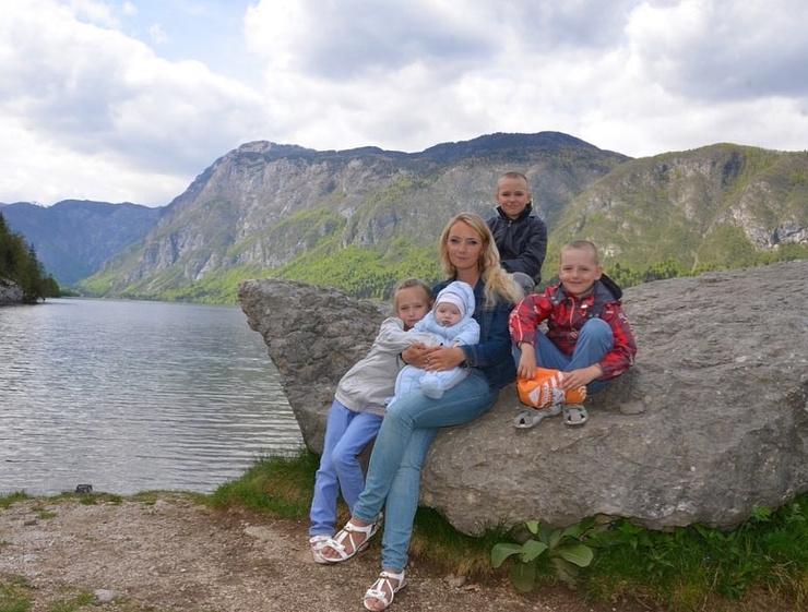 Малкова живет с детьми в Словении