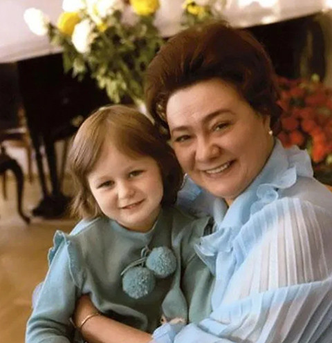 Галина Брежнева c внучкой Галей