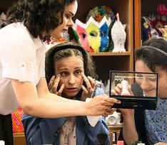 Слепая петербурженка организовала курсы макияжа для женщин с таким же недугом