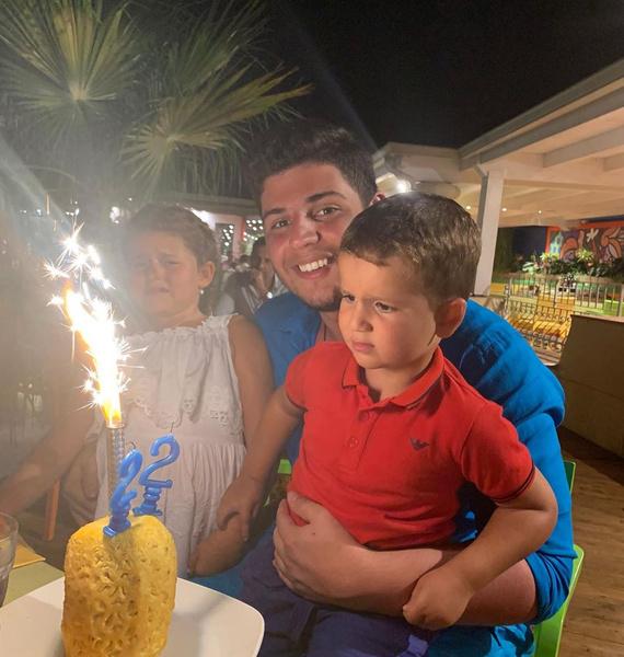 Дети Жасмин на дне рождения старшего Михаила