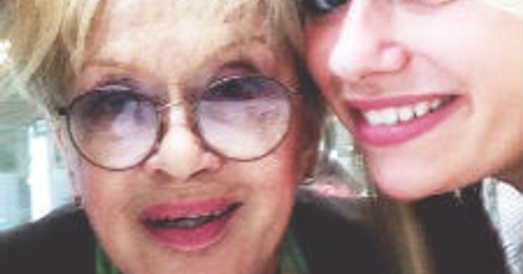 Алиса Фрейндлих получила от внучки необычное поздравление