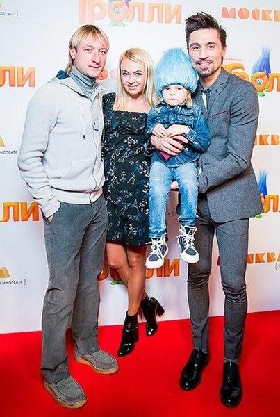 Яна с мужем Евгением Плющенко, сыном Сашей и его крестным Димой Биланом