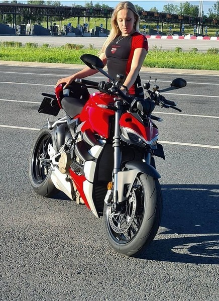 Ксения любила показывать мотоциклы