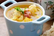 Суп с картофелем, цветной капустой и копченой грудинкой