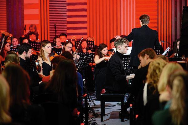 Сначала профессиональные музыканты приняли новичка-самоучку настороженно, но сегодня о нем знают во многих оркестрах страны