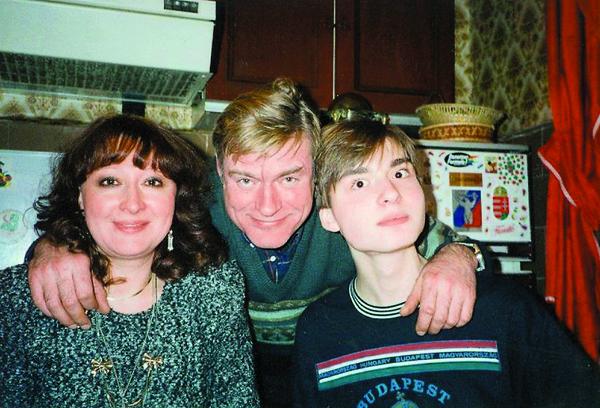 Сын Василий успел сняться в нескольких фильмах, но сделал выбор в пользу режиссуры