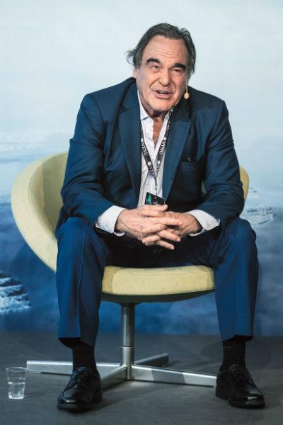 Оливер Стоун - культовый режиссер и человек-легенда. Он ветеран вьетнамской войны, имеет боевые ордена