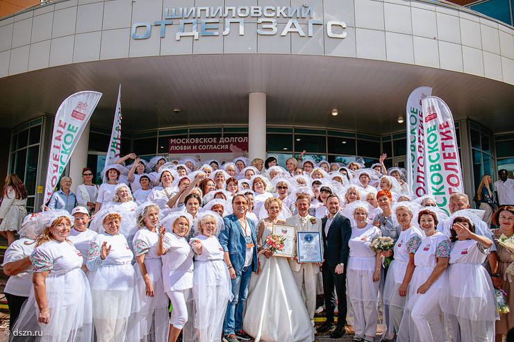 Эти жених и невеста познакомились на занятиях «Московского долголетия»