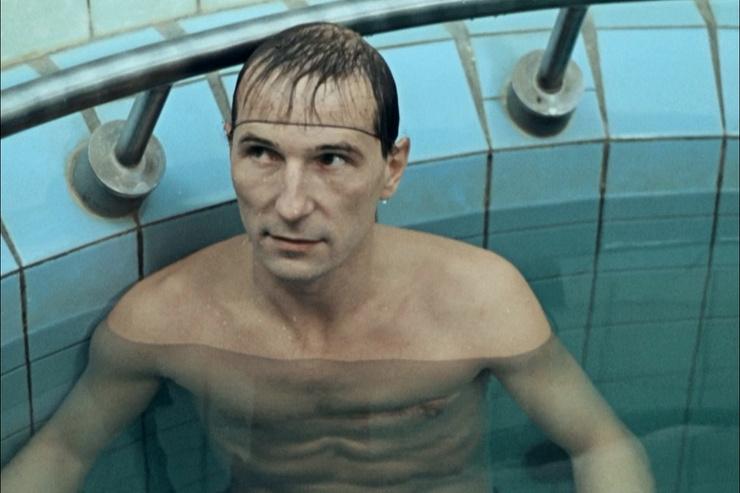 В фильме «Игла» зрители могли разглядеть тот самый шрам, что остался у Мамонова после драки в юности