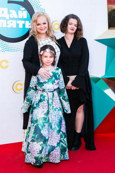 Лариса с любимыми дочерью и внучкой